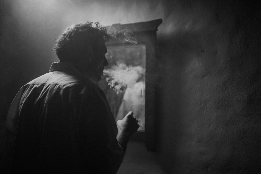 Califato 3/4 fotografia fumando fandango